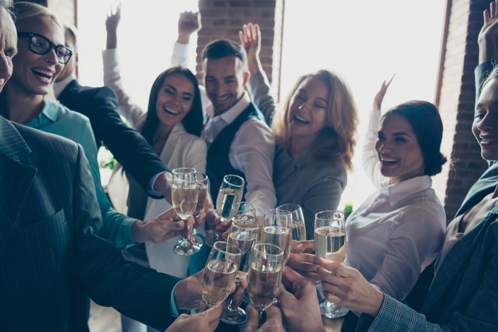Employees-celebrating-work-anniversary