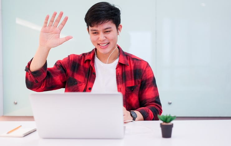 Guy-waving-virtual-meetin