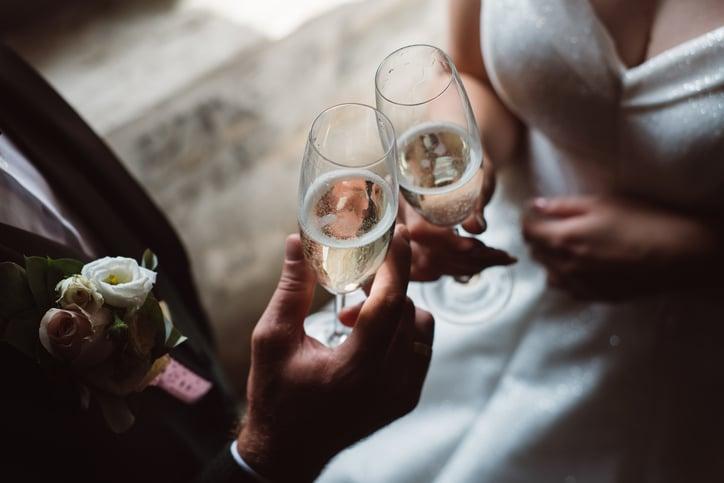 Wedding-rescheduling-contract-negotiation